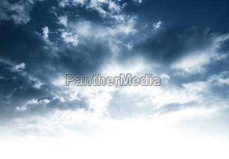 pochmurne tlo nieba