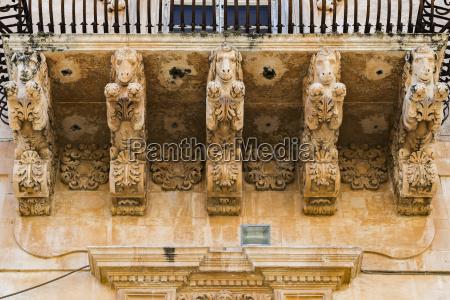 wlochy sycylia noto palazzo villadorata balkon