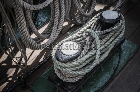 liny plecione w zatokach na starozytnym
