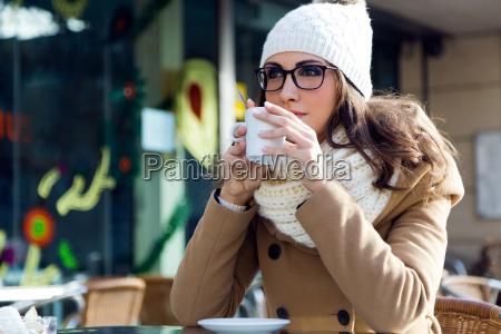 kobieta womane baba kawiarnia restauracja knajpa