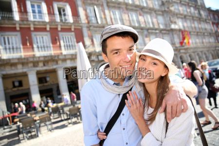 w milosci para odwiedzajac la plaza