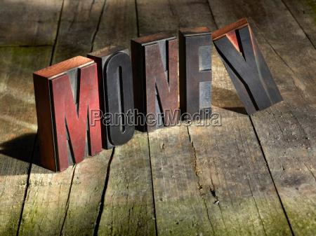 drewniane bloki ortograficzne pieniadze