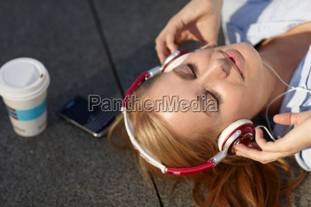 women, with, headphone, with, in, lunch - 18453072