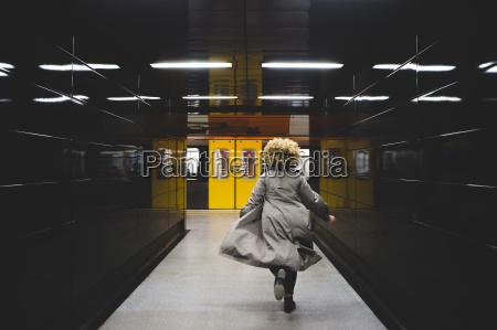 kobieta womane baba kolej lok pociag