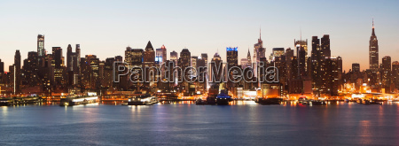 panoramic view manhattan skyline and waterfront