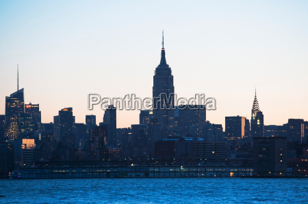 manhattan skyline at dusk new york