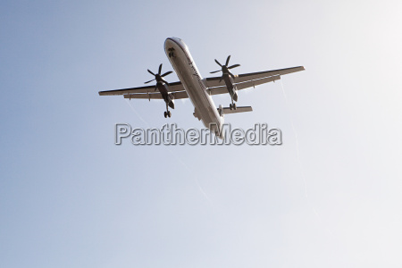 plane landing at lax shot from