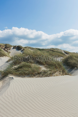 fale w piasku wakacje na plazy