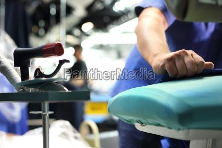 przemysl odziezowy prasowanie para