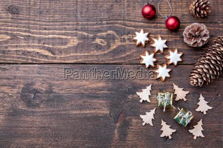dekoracja swiateczna na drewnianym tle z