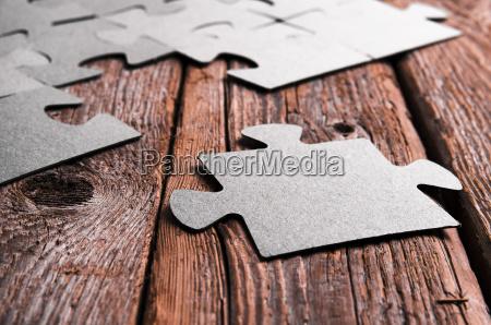 niekompletne, puzzle, leżącego, na, drewnianych, desek - 19403430