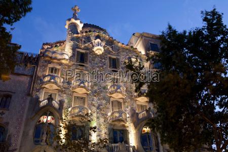 gaudi building lit up at night