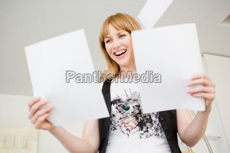 businesswoman, studia, dokumenty - 19474670