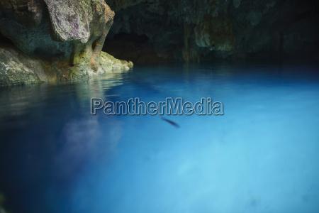 niebieski jazda podrozowanie jaskinia turystyka refleksja