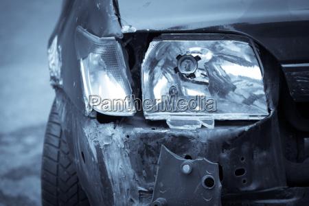 rozbil szczegolowo samochod reflektorow