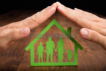 osoba reka ochrona domu rodzinnego