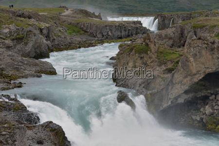 potok strumyk wodospad kaskady islandia kaskada