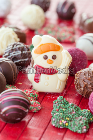 kolorowe czekoladki na boze narodzenie