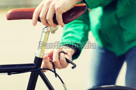 zblizenie czlowieka ustawienie siodelka rowerow stalych