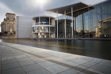 oblok chmura chmurka chmurki budynek biurowy