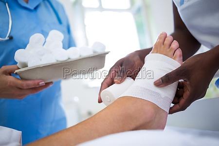 lekarz medyk doctor medyczny kobieta womane