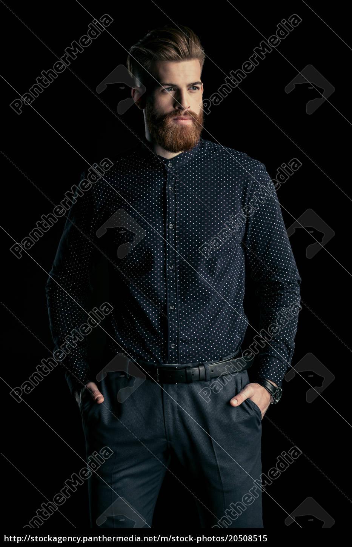 stylowy, przystojny, brodaty, mężczyzna, stojący, z - 20508515