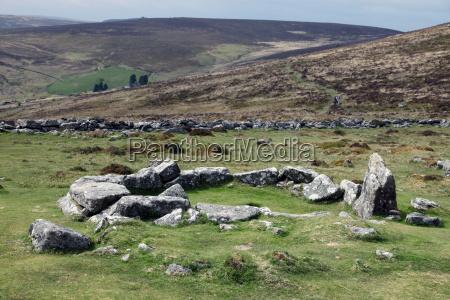 ruiny domu wczesnej epoki brazu okolo
