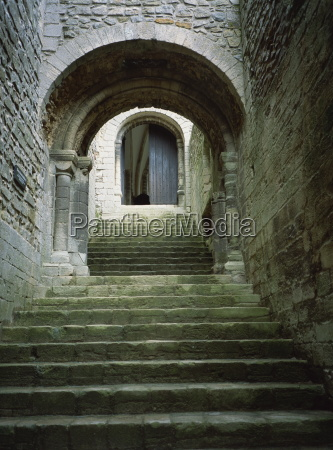 schodek schody jazda podrozowanie kamien pestka