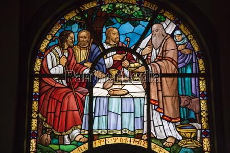witraze w katedrze Swietej trojcy najwiekszej