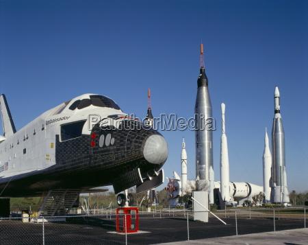 emerytowany promu i rakiety kennedy space