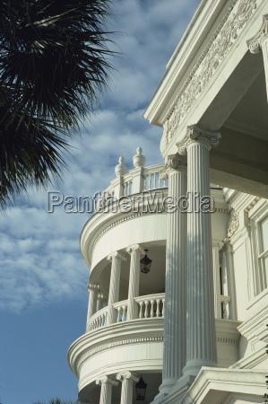 szczegolowo od portico i jonskimi kolumnami