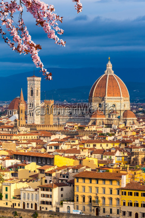 duomo cathedral in florence at spring