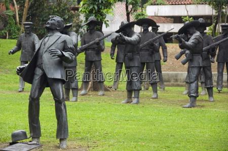 jazda podrozowanie pomnik miejsce pamieci sztuka