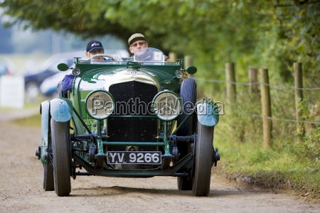 vintage bentley cabrio samochod sportowy prowadzony