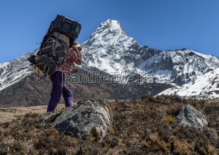 nepal himalaje khumbu ama dablam przewoznik
