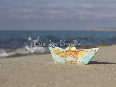 hiszpania formentera mala papierowa lodz skladana
