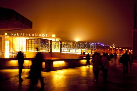dworzec stacja ludzie ludzi ludowy osoby