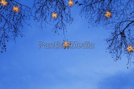 podswietlane swiateczne gwiazdki wiszace w oddzialach