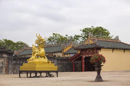 wietnam hue zloty smok w zakazanym