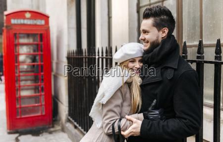 wielka brytania londyn mloda para zakochanych