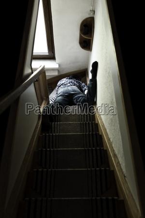 schodek schody smierc okno szyby okno