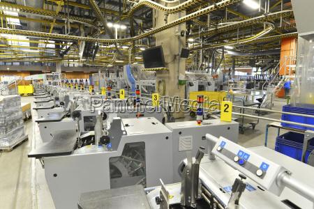 nowoczesne maszyny przemyslowe w drukarni