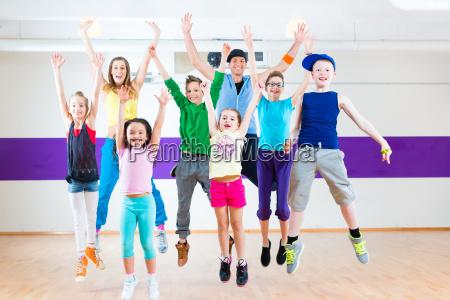nauczycielka tanca dla dzieci klasy fitness