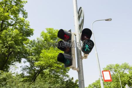 sygnalizacja swietlna i uliczna przed clear
