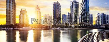cityscape of dubai noca zjednoczone emiraty