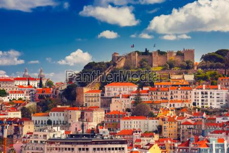 historyczne centrum lizbony w sloneczny dzien