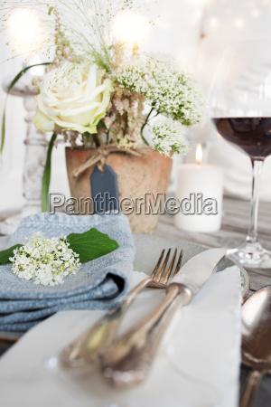 dekoracja stolu na uroczysta kolacje
