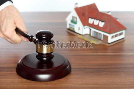 surcharge of an auction