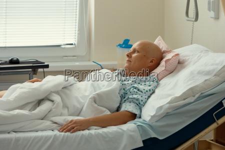 kobieta pacjenta z rakiem w szpitalu