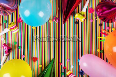 elementy strony urodziny na paski tle